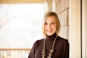 Leslie Peters Headshot - 17-04-07