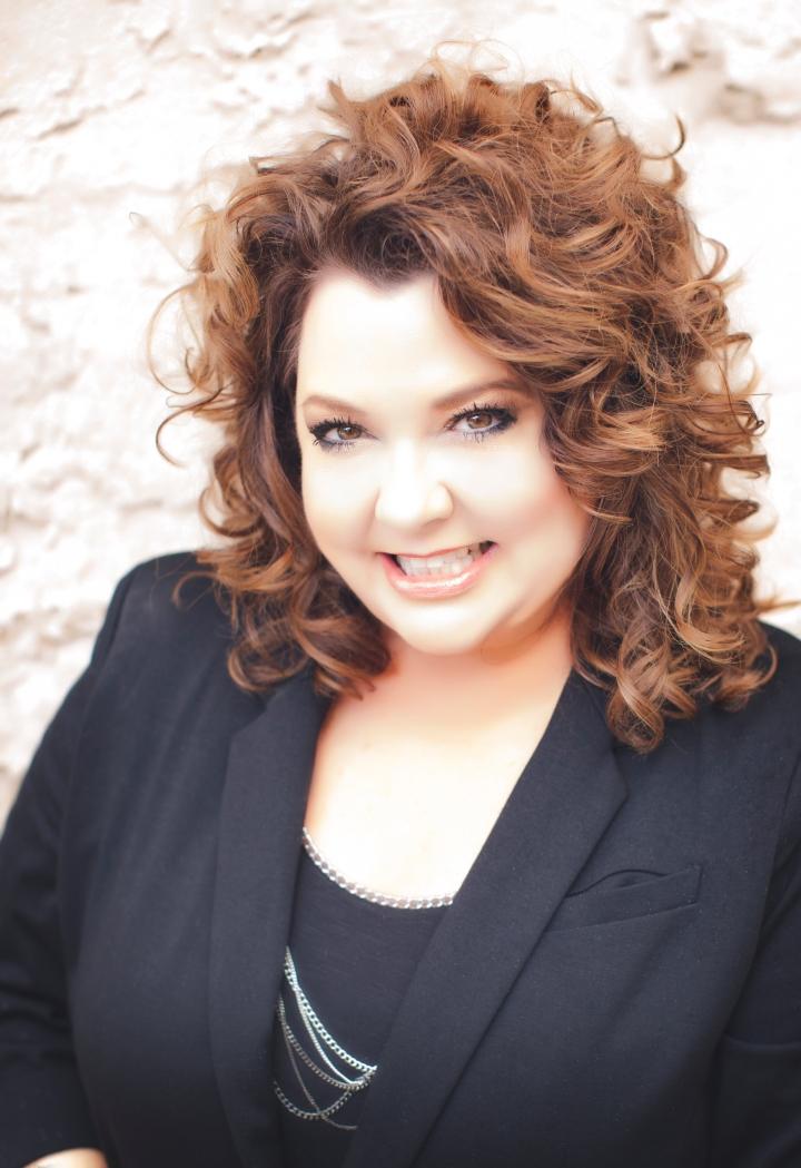Kathy Oakes Headshot
